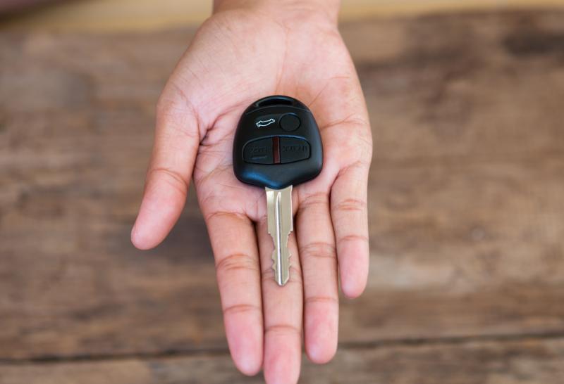 Schlüssel in Hand